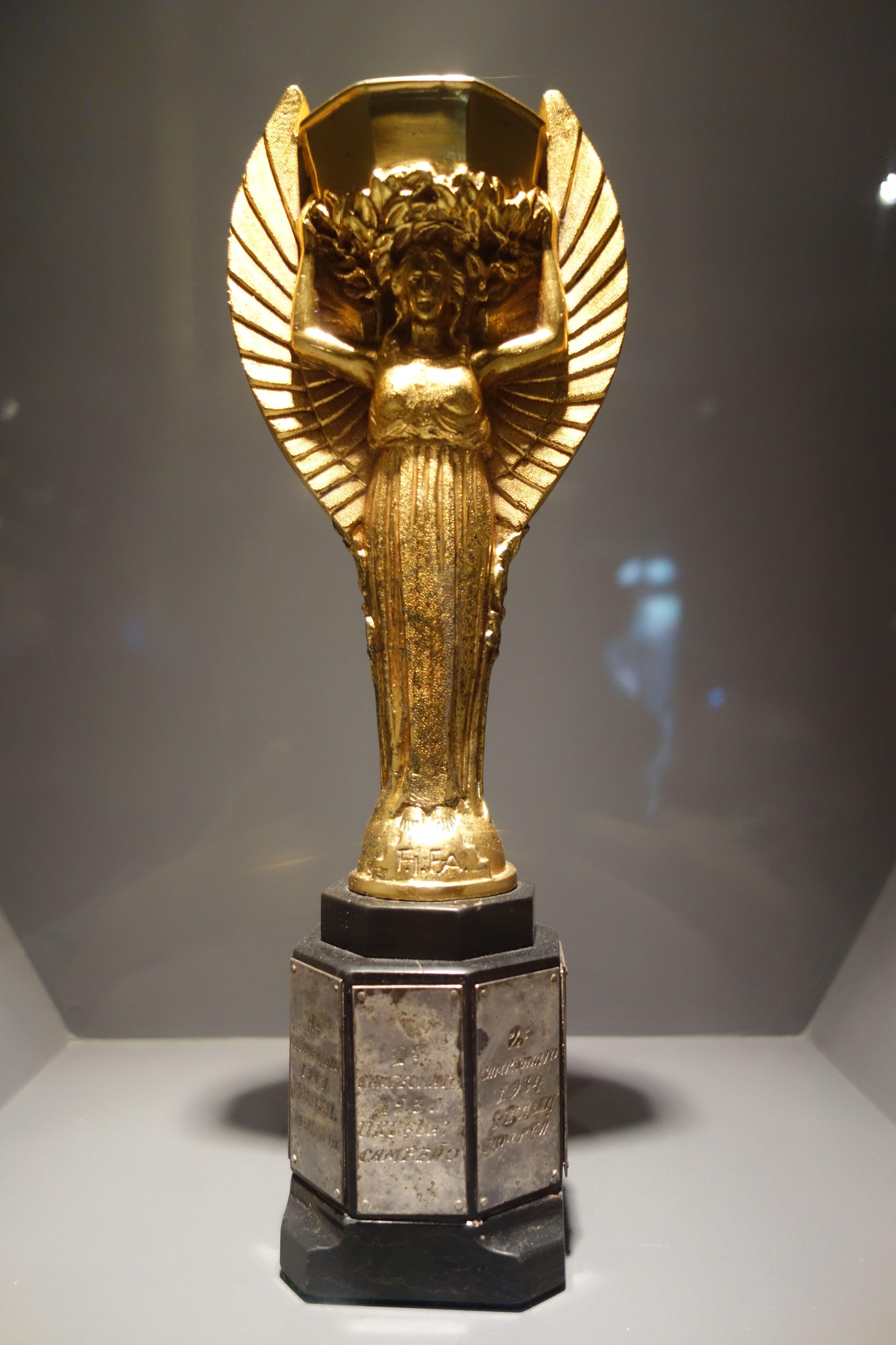 Coupe du monde au bresil petit passage du cote de sao paulo et visite du musee du football - 1er coupe du monde de football ...