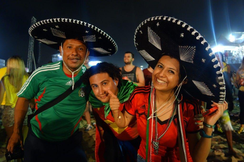Coupe du Monde de Football: France - Suisse du cote de Copacabana a Rio de Janeiro. La délégation Mexicaine est aux anges!
